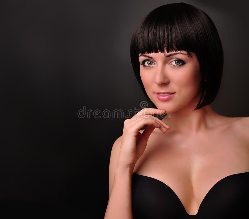Menina triguenha bonita. Retrato da forma   fotografia de stock royalty free