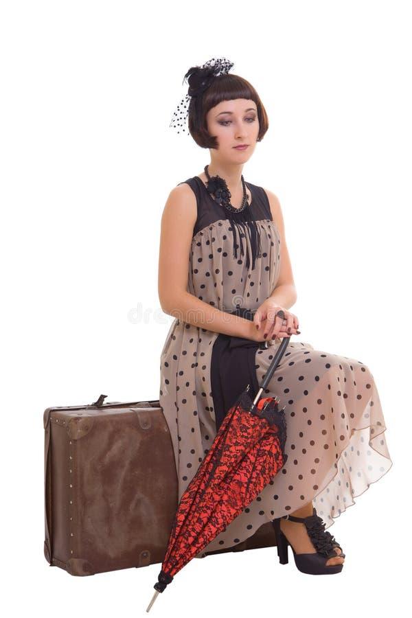 Menina triguenha com guarda-chuva e mala de viagem imagens de stock