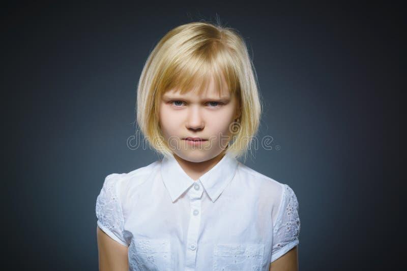 Menina triste do close up com expressão forçada preocupada da cara imagens de stock