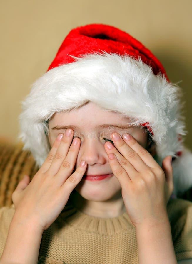 Menina triste no chapéu de Santa imagens de stock