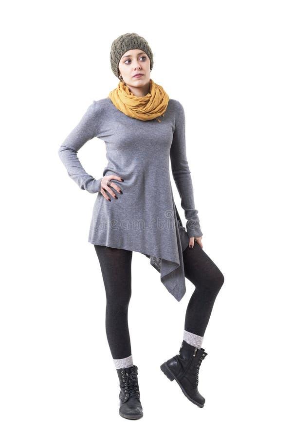 Menina triste nova do moderno na roupa original autêntica que olha preocupada afastado imagens de stock