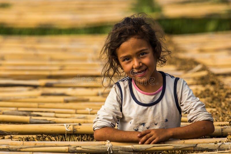 Menina turca de sorriso fotos de stock royalty free