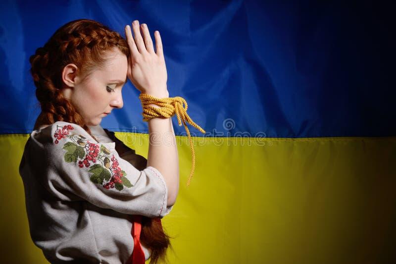 Menina ucraniana com as mãos amarradas fotografia de stock royalty free