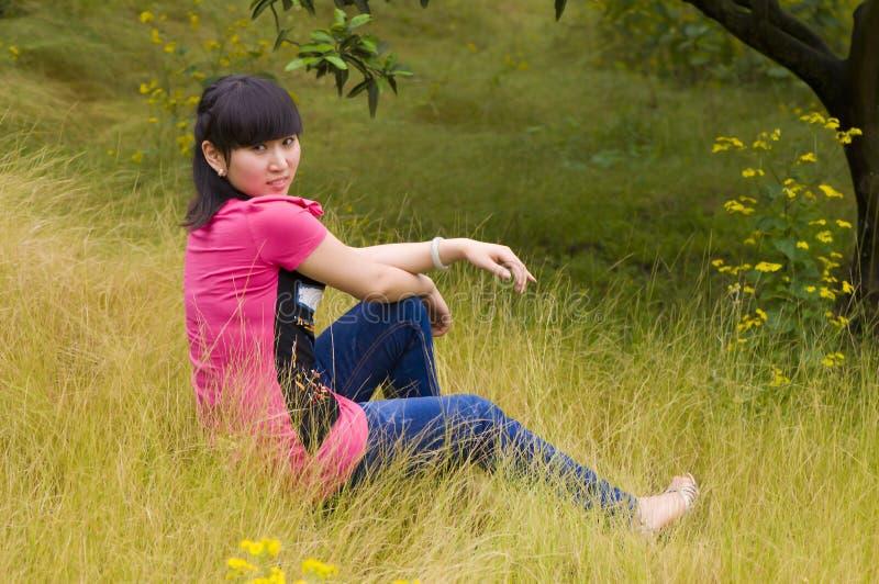 Menina vívida com ervas daninhas fotografia de stock