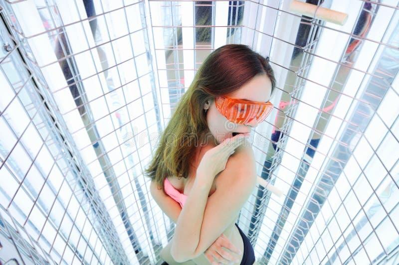 A menina vai sessão de terapia clara foto de stock