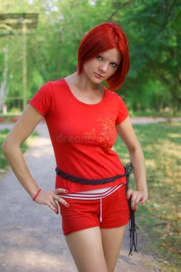 Menina vermelha do estilo fotografia de stock