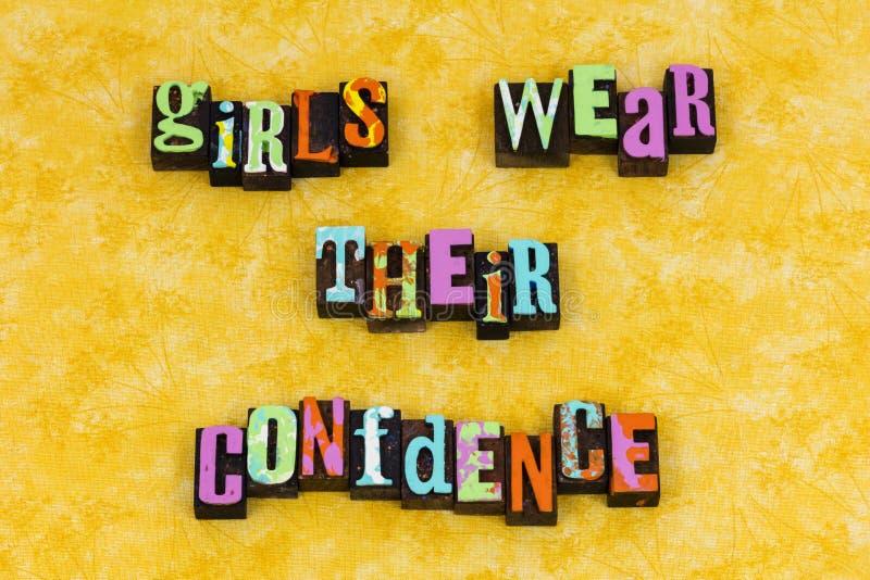 A menina veste o feminismo da educação da confiança fotos de stock