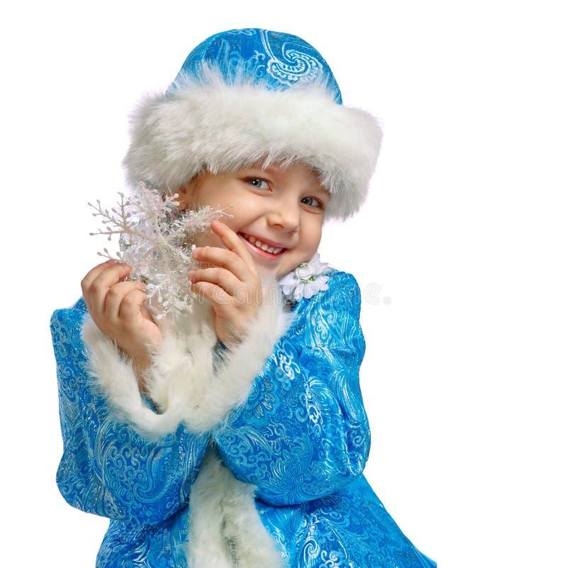 A menina vestiu-se no traje da donzela da neve foto de stock