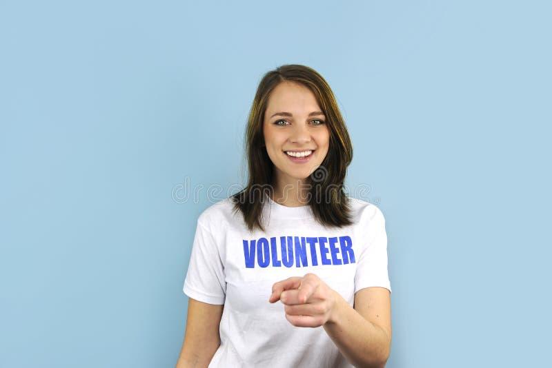 Menina voluntária feliz que aponta em você imagens de stock royalty free
