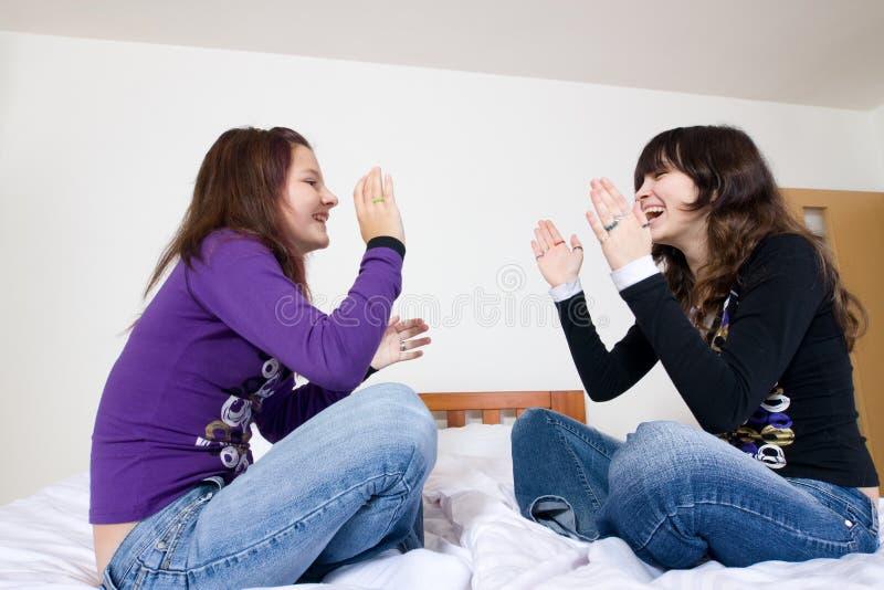 Meninas adolescentes alegres fotografia de stock