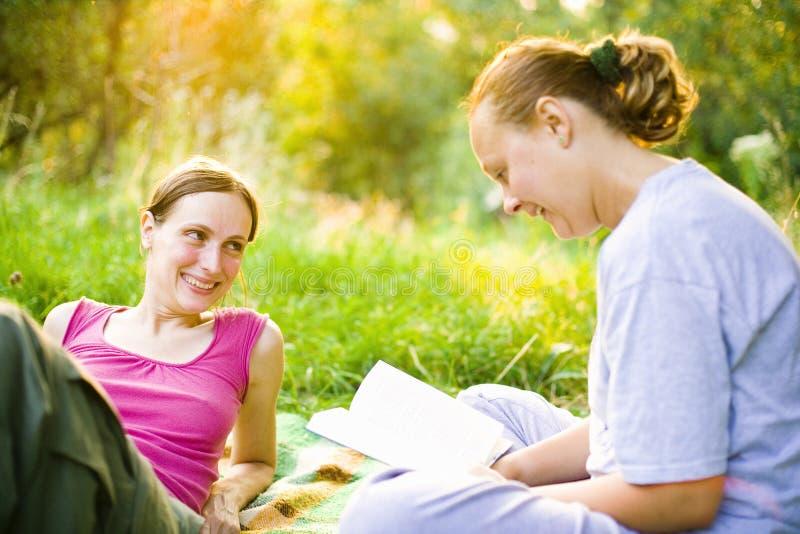 Meninas ao ar livre foto de stock royalty free