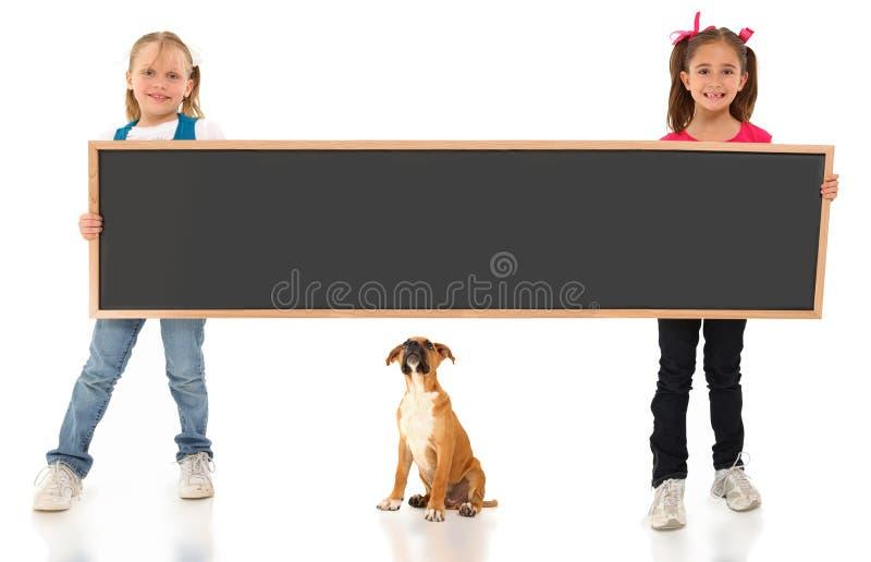 Meninas com Chalboard imagem de stock