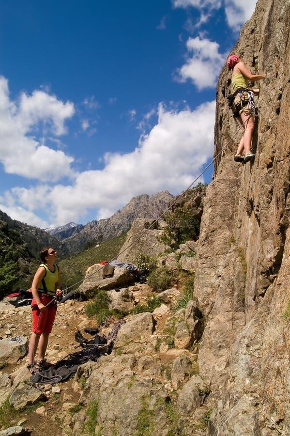 Meninas de escalada imagens de stock
