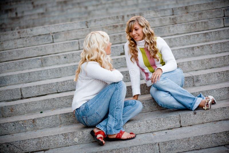 Meninas de fala fotos de stock royalty free