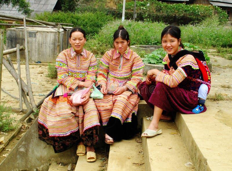 Meninas de Hmong na roupa tradicional foto de stock royalty free