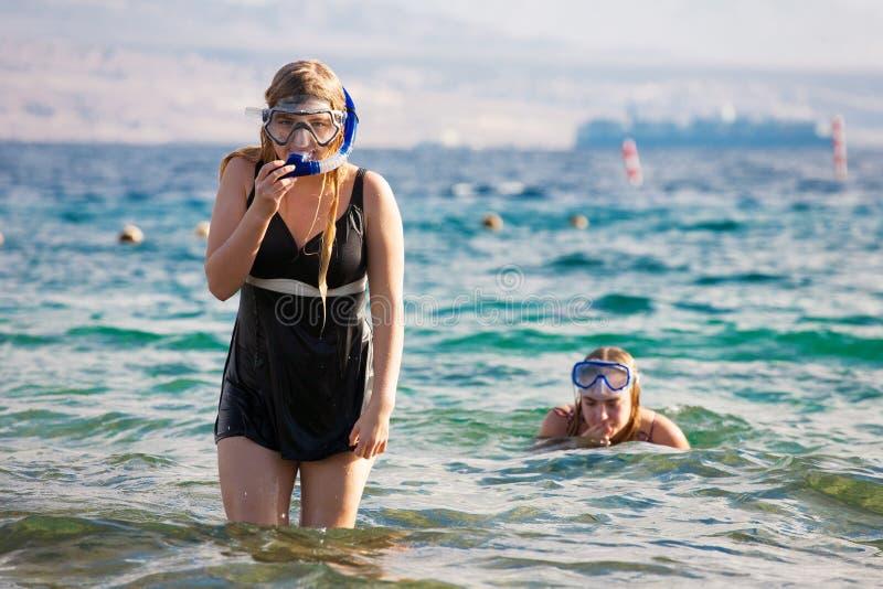 Meninas de Snorkeler fotos de stock royalty free