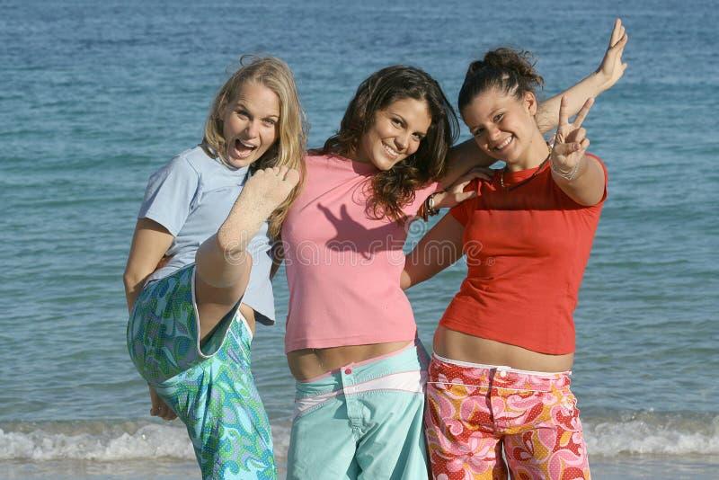 Meninas de sorriso felizes fotografia de stock