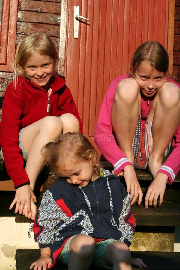 Meninas descalças fotografia de stock