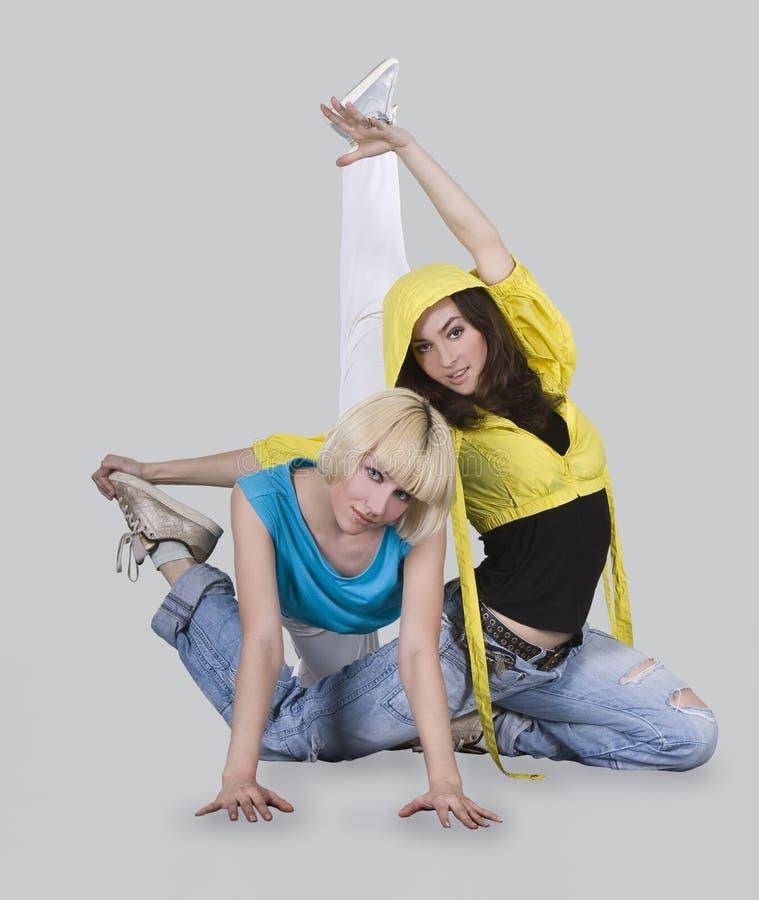 Meninas do adolescente que dançam o breakdance imagem de stock