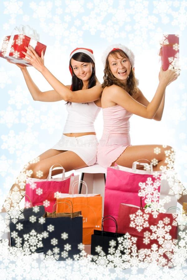 Meninas do Natal da beleza no chapéu vermelho com presente da caixa imagem de stock royalty free