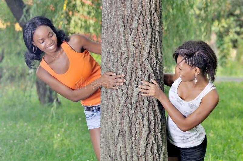 Meninas do reboque que têm o divertimento fotografia de stock
