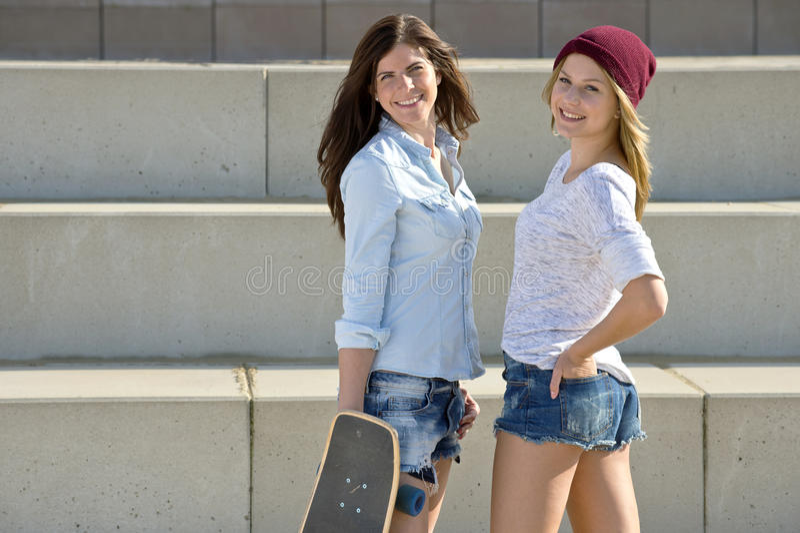 Meninas do skater imagem de stock