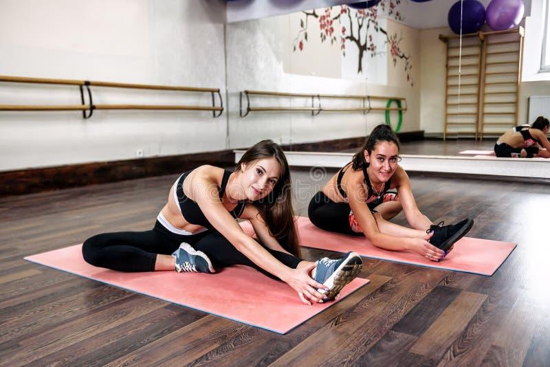 Meninas e ioga fotos de stock