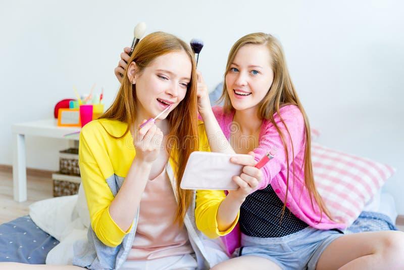 Meninas em um sleepover imagem de stock royalty free