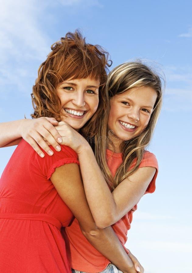 Meninas felizes ao ar livre fotografia de stock