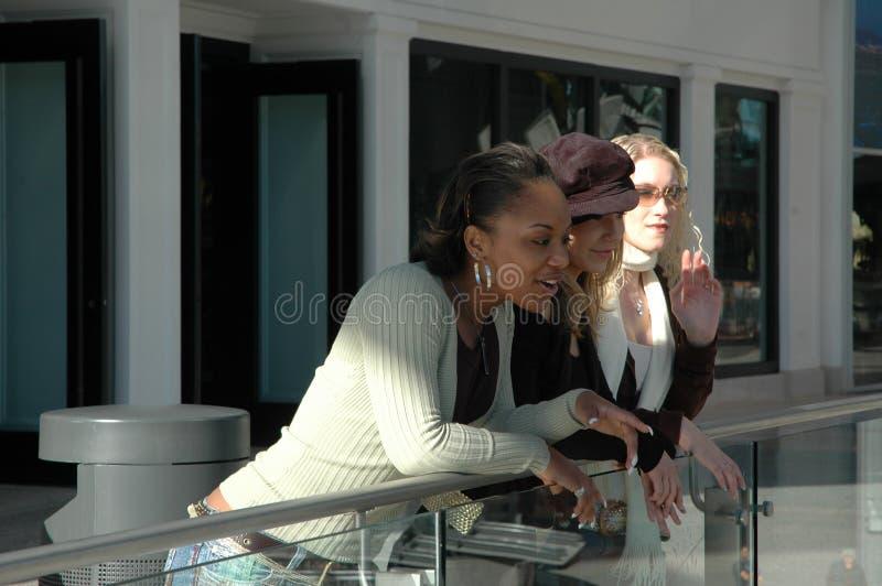 Meninas flertando fotos de stock royalty free