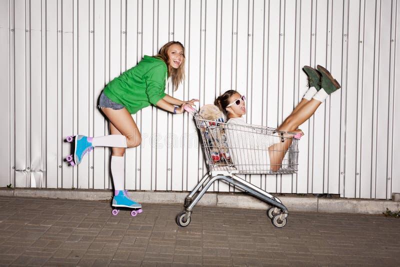 Meninas impertinentes foto de stock