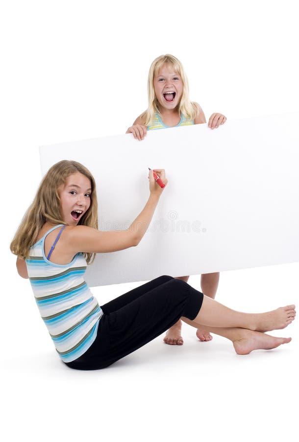 Meninas louras com sinal em branco imagem de stock