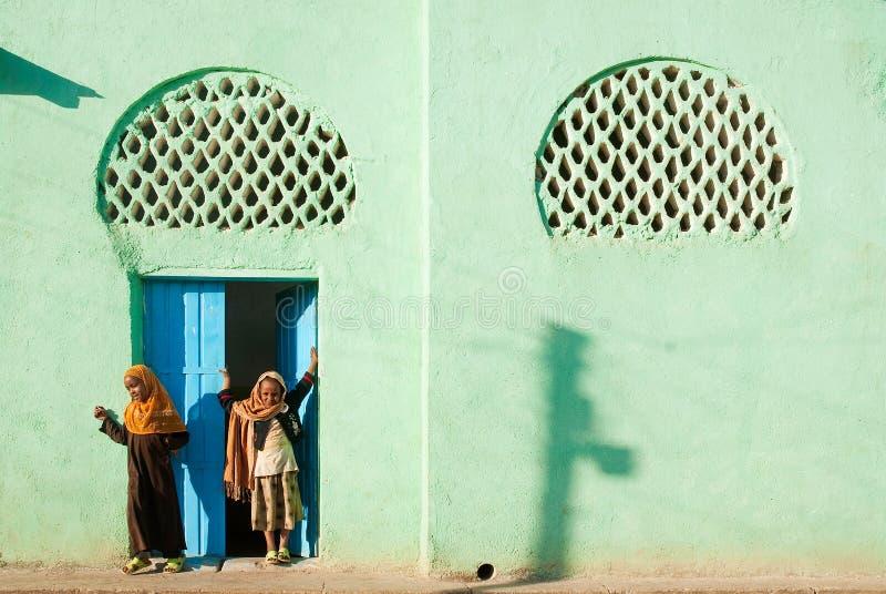 Meninas muçulmanas fora da mesquita em Etiópia harar fotos de stock royalty free