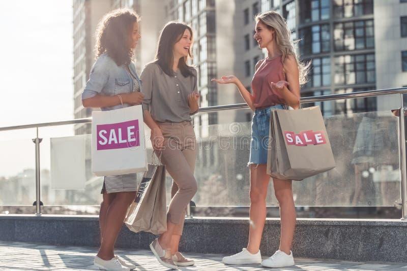 Meninas na cidade imagem de stock royalty free