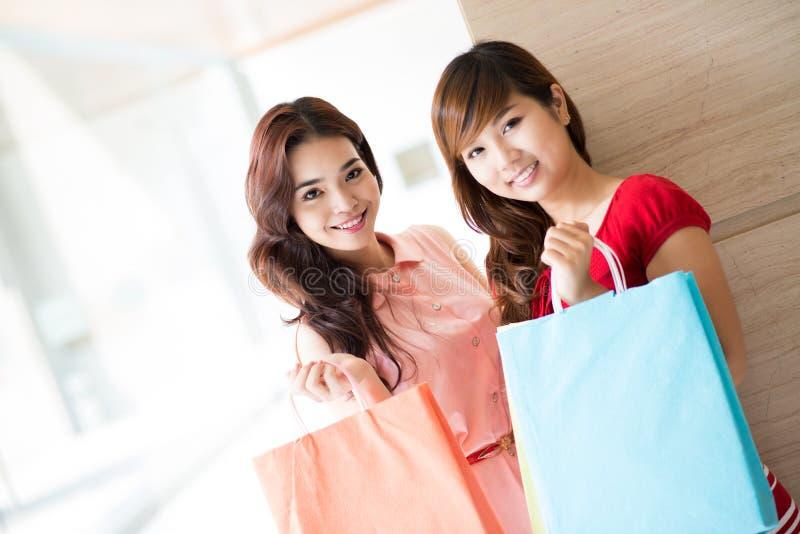 Meninas na loja fotografia de stock