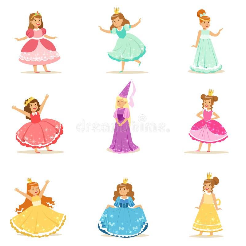 Meninas na princesa Costume In Crown e no grupo do vestido de fantasia de crianças bonitos vestidas como ilustrações dos Royals ilustração royalty free