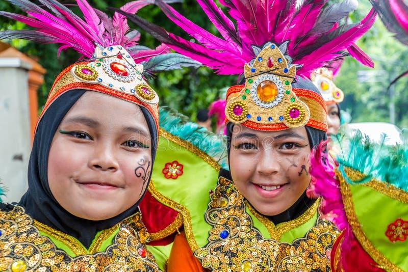 Meninas na roupa tradicional em Jakarta Indonésia fotos de stock royalty free