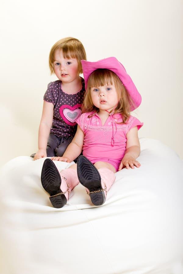 Meninas no beanbag imagens de stock