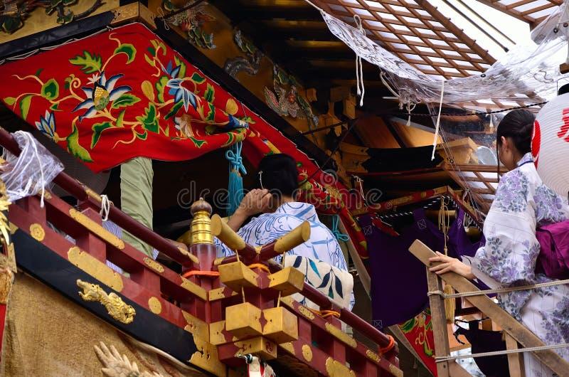 Meninas no festival de Gion, Kyoto Japão de Yukata Kimono fotografia de stock royalty free