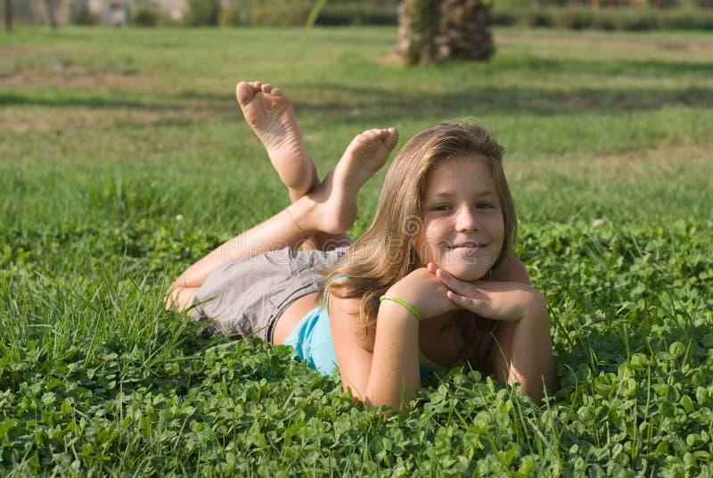 Meninas no parque fotos de stock