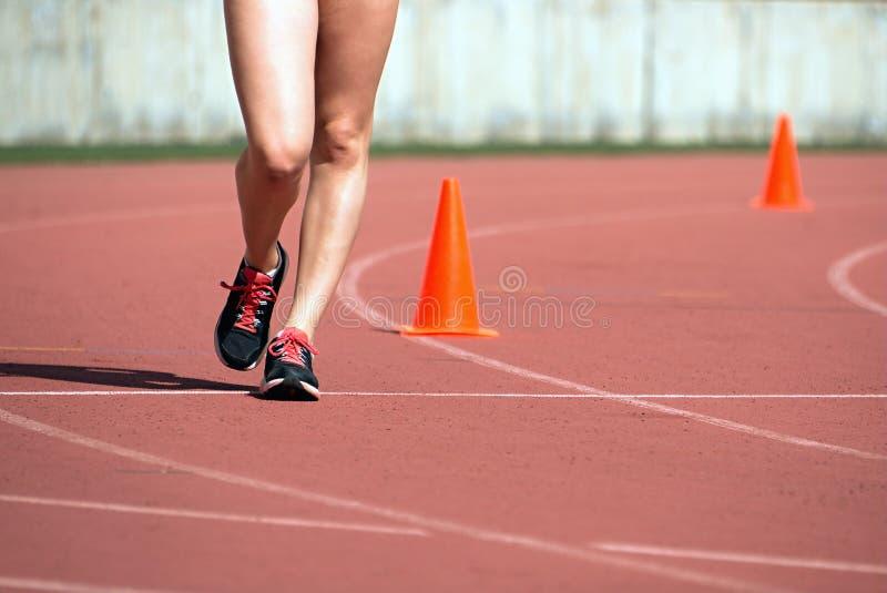 Meninas no passeio de raça fotos de stock