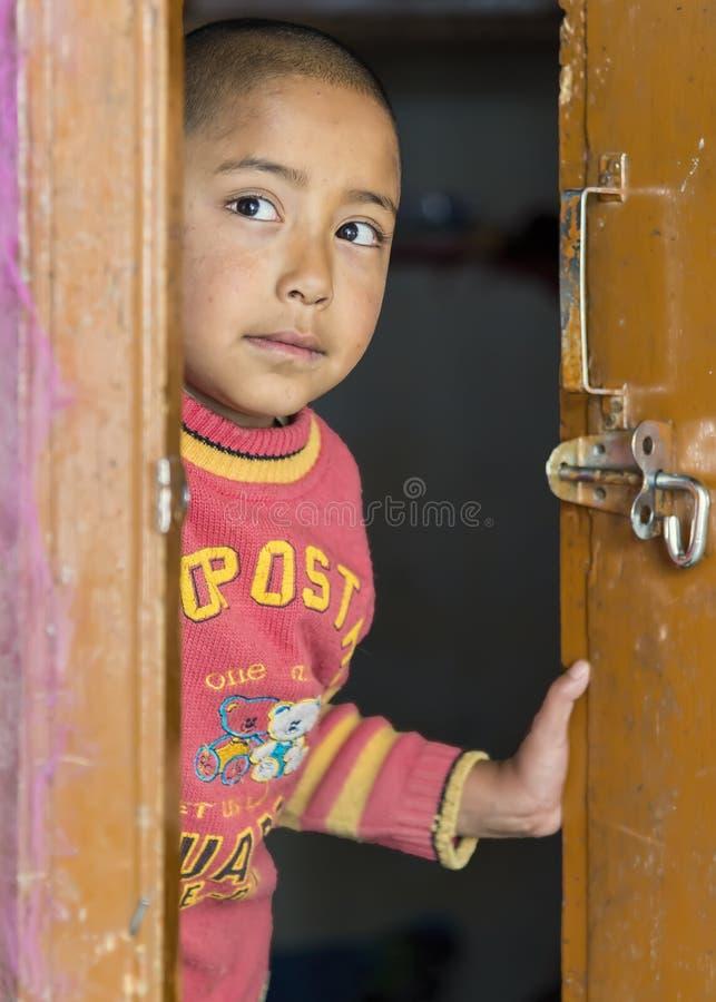 Meninas novas do ladakhi no convento de Thardot Choeling, Índia fotografia de stock royalty free