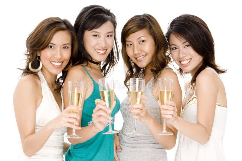Meninas que bebem Champagne imagens de stock