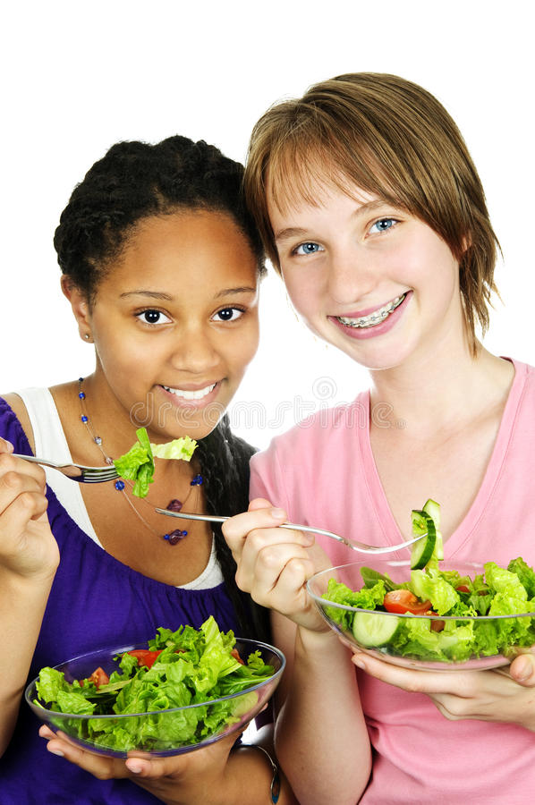 Meninas que comem a salada imagem de stock royalty free