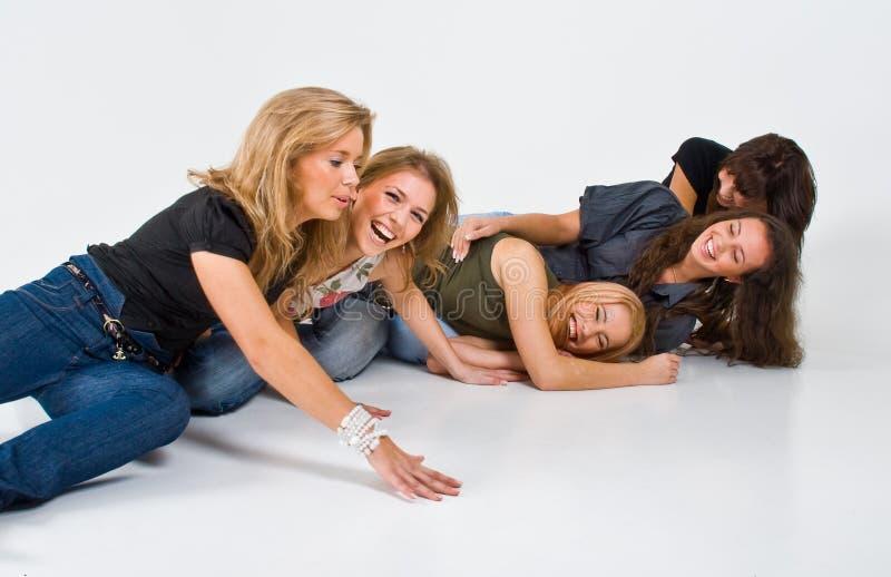 Meninas que jogam ao redor imagem de stock royalty free