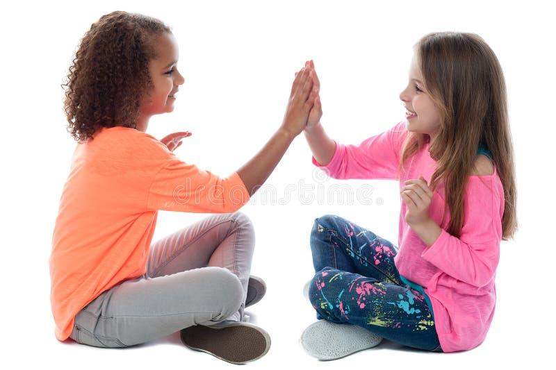 Meninas que jogam junto fotografia de stock royalty free