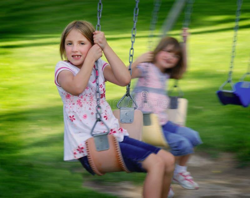 Meninas que jogam no parque imagens de stock royalty free