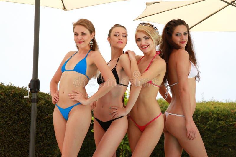 Meninas 'sexy' do biquini fotografia de stock