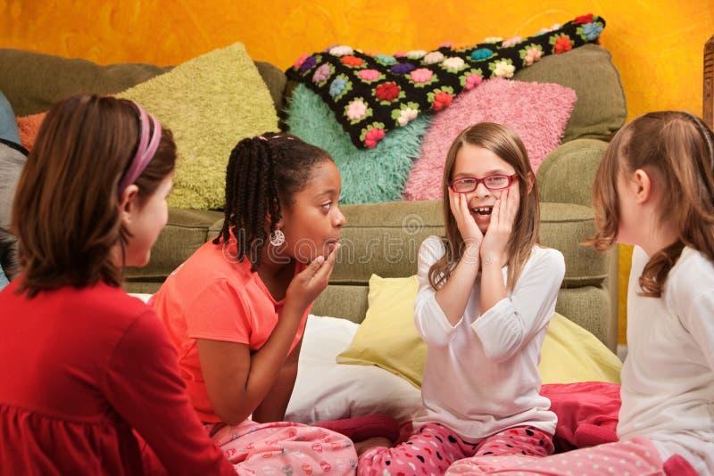 Meninas surpreendidas fotografia de stock