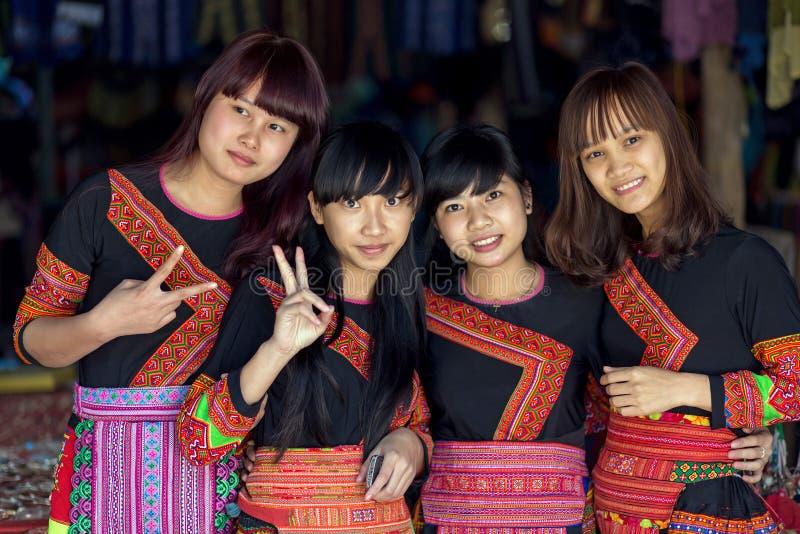 Meninas tradicionais de Hmong foto de stock